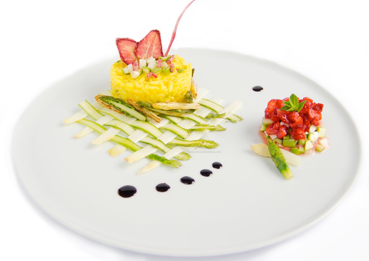 risotto vegan alla curcuma e burro di cacao con asparagi fragole e rabarbaro - vegan strawberry rhubarb turmeric asparagus risotto