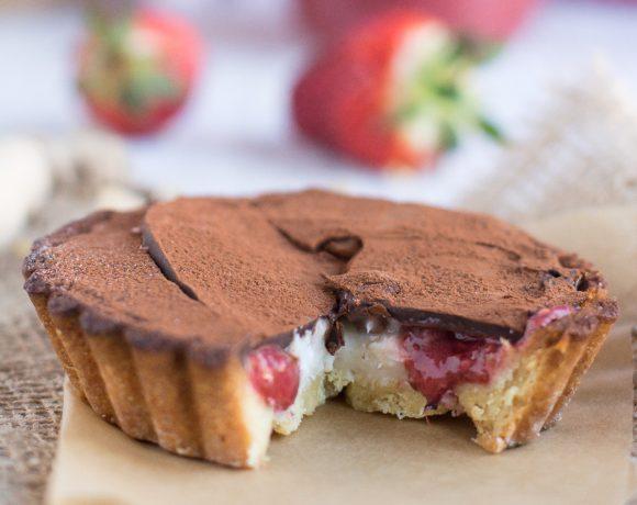 crostata di miglio vegan senza glitine con marmellata di semi di chia alle fragole e cioccolato