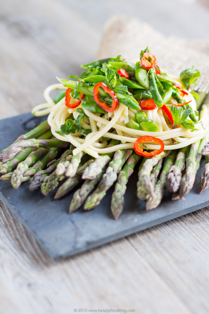 Real Italian spaghetti chili pasta with asparagus and mint #vegan #glutenfree |Spaghetti agli asparagi, peperoncino e menta fresca. Pasta dietetica, sana, fresca e veloce #vegan & #senzaglutine