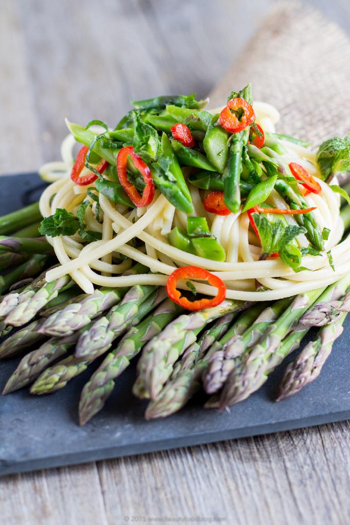 Real Italian spaghetti #chili pasta with asparagus and mint #vegan #glutenfree |Spaghetti agli asparagi, peperoncino e menta fresca.Pasta dietetica, sana, fresca e veloce #vegan e #senzaglutine