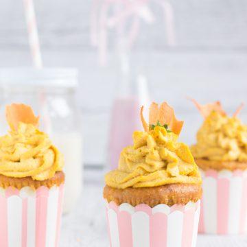 vegan cupcakes alle carote yogurt e zenzero con raw frosting agli anacardi, zenzero e arancia| idea per Pasqua