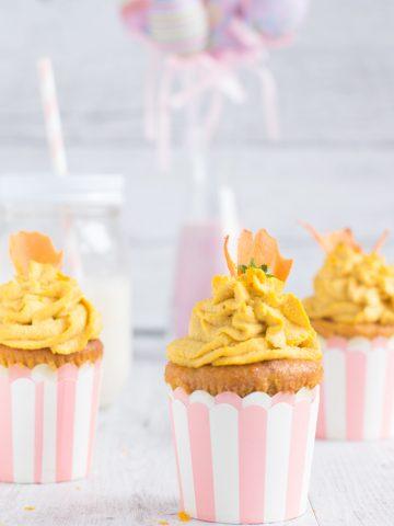 vegan cupcakes alle carote yogurt e zenzero con raw frosting agli anacardi, zenzero e arancia  idea per Pasqua