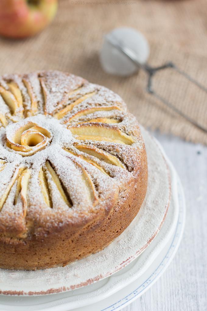 Torta di Mele Vegan Senza Glutine alle Mandorle e Grano Saraceno