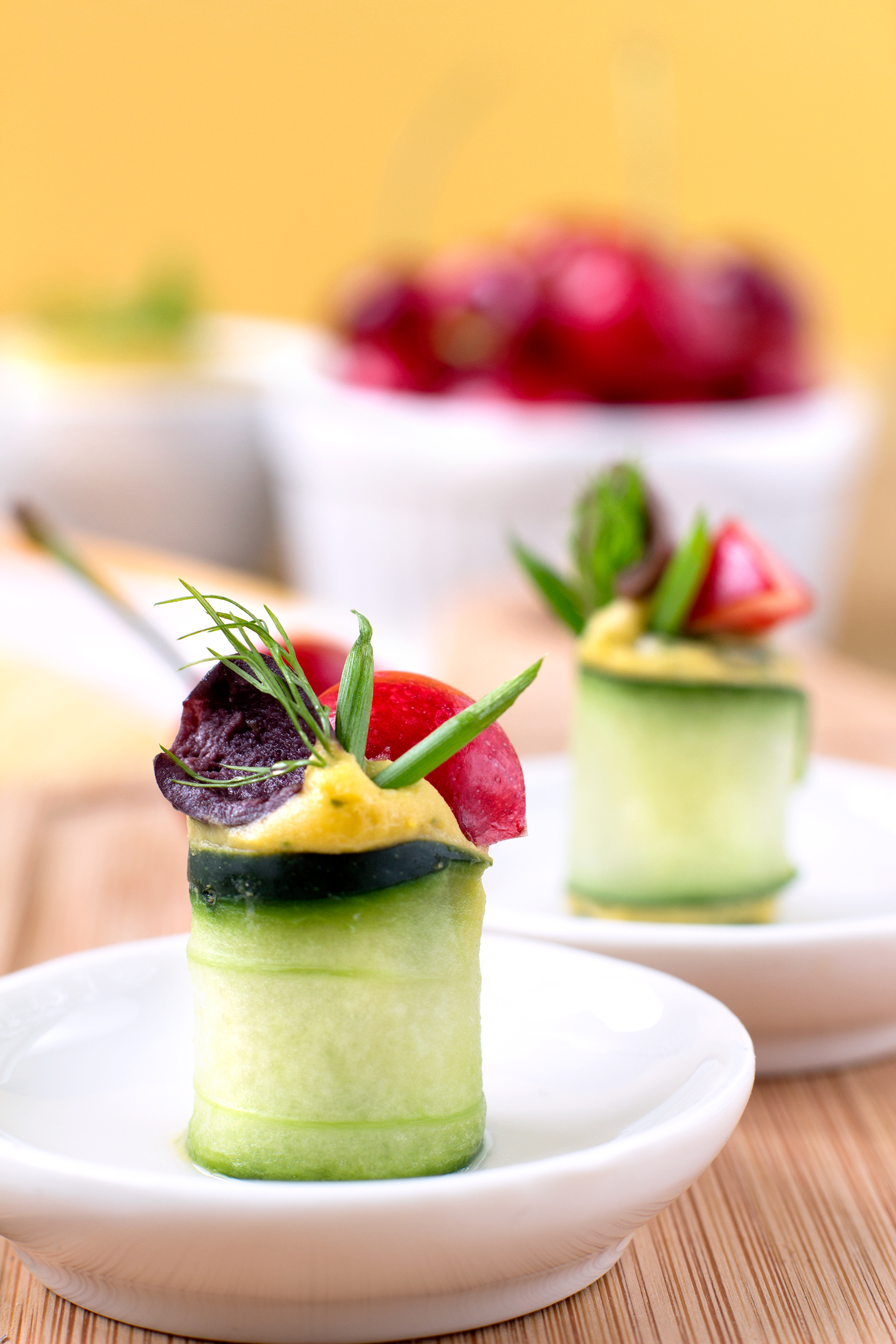 Finger Food Vegan // Senza Glutine // dietetico! Rotolini di CETRIOLI agrodolci, crema di MANGO, CILIEGIE e olive. Sano e buono!Con versione RAW inclusa e tabella nutrizionale| #Vegan #glutenfree light and healthy appetizer! CUCUMBER, MANGO puree, CHERRY, Olives and chickpeas! Can be #raw // delicious