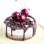 CHOCOLATE CHERRY VEGAN RAW CHEESECAKE | GLUTEN FREE