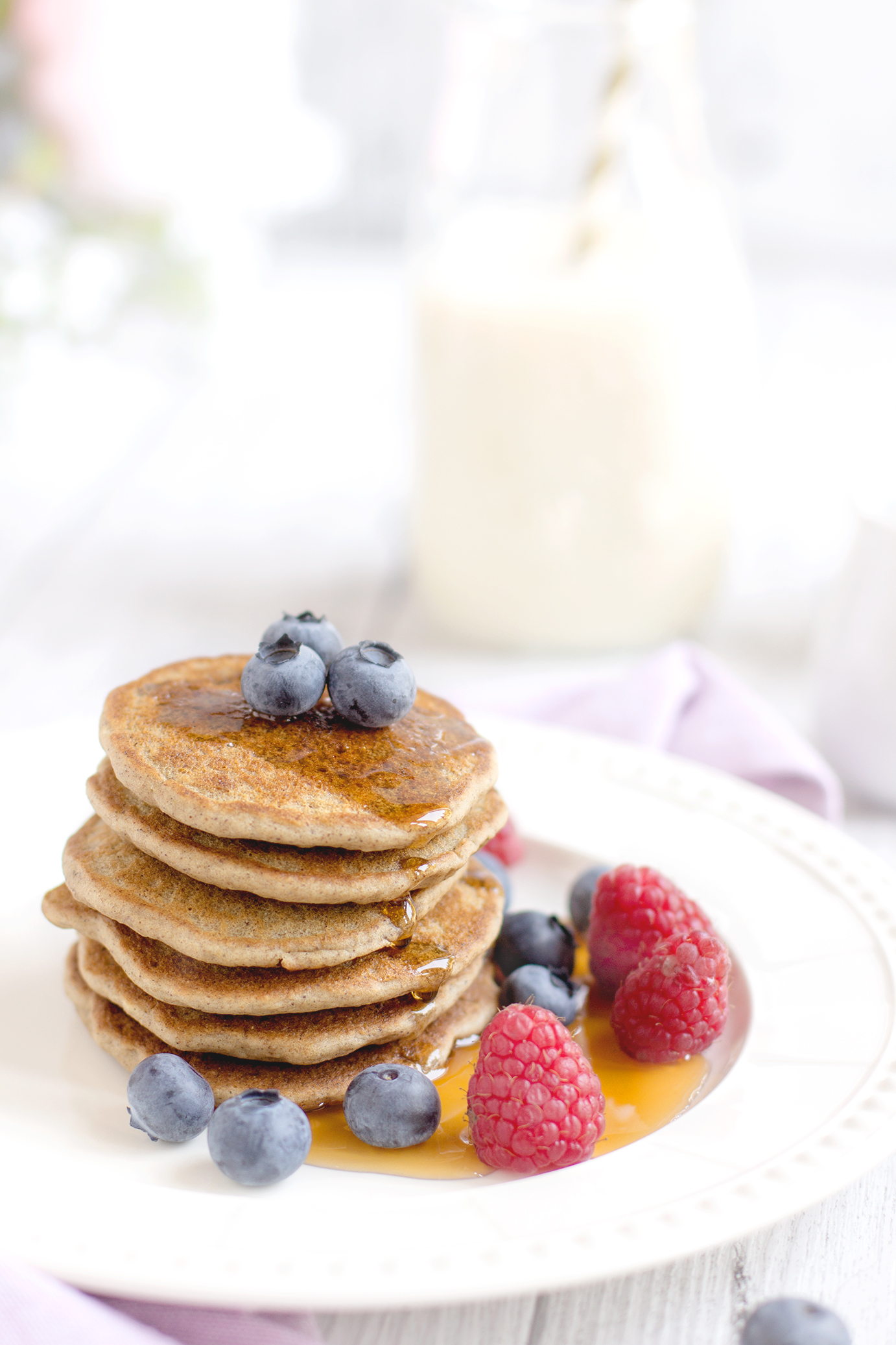 | THE BEST VEGAN GLUTENFREE PANCAKES with brown rice flour and oats // #yummy #vegan #healthy | www.beautyfoodblog.com