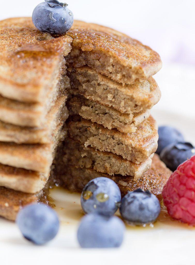 THE BEST VEGAN GLUTENFREE PANCAKES with brown rice flour and oats // #yummy #vegan #healthy   PANCAKES VEGAN SENZA GLUTINE INTEGRALI + AVENA #vegan #senzaglutine