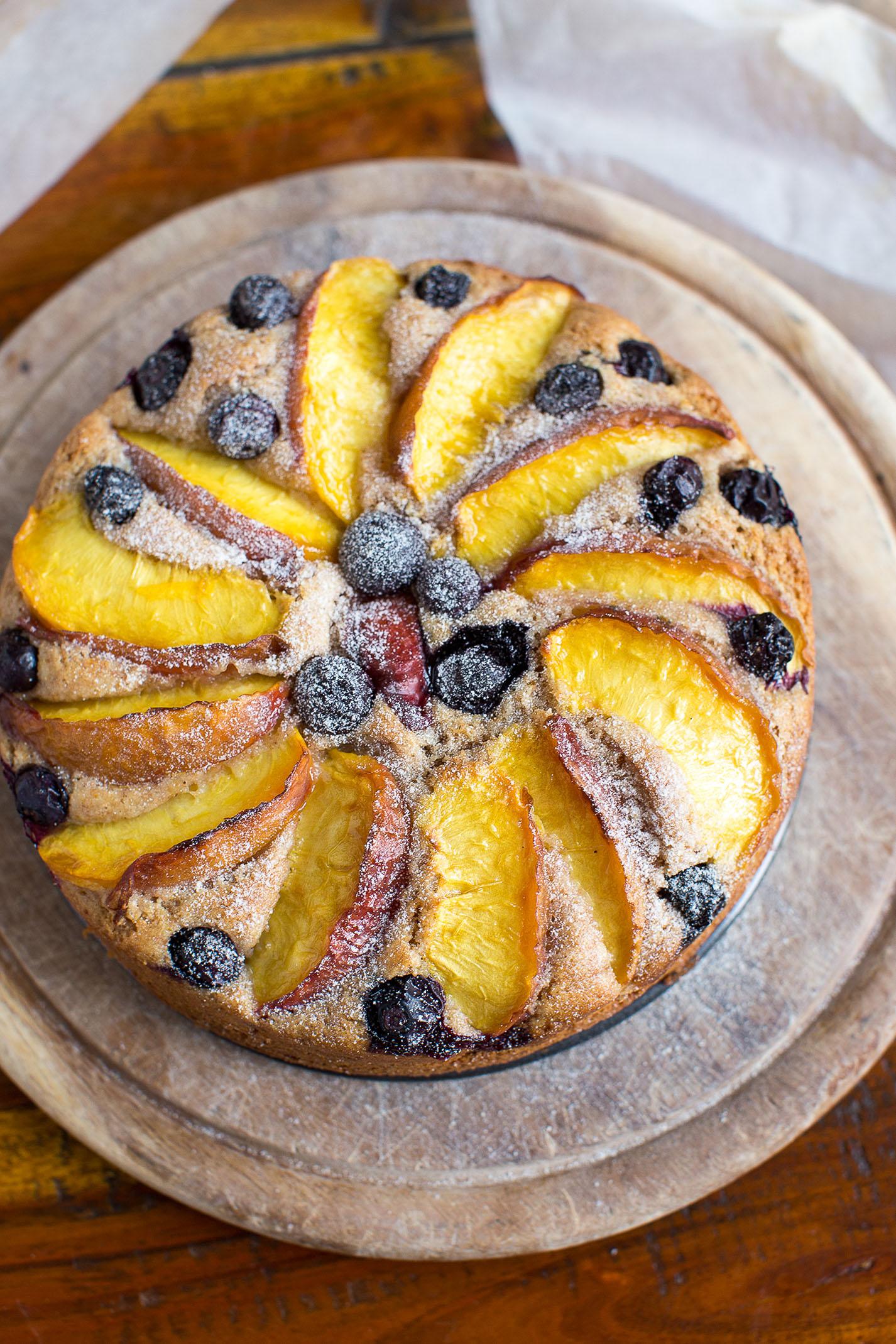 ricetta torta pesche e mirtilliallo yogurt vegan senza gllutine - vegan blueberry peagh yogurt cake glutenfree
