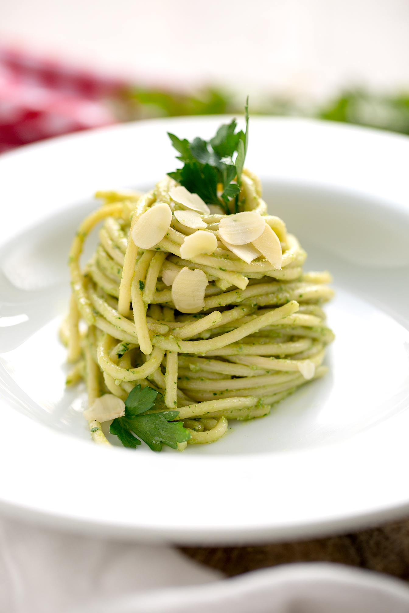 Vegan glutenfree OILFREE easy AVOCADO PESTO SPAGHETTI recipe with parsley, almonds and fresh ginger. Perfect for PASTA, dressings, salads, dips and burgers | vegan senzaglutine PESTO DI AVOCADO , mandorle zenzero e prezzemolo SENZA OLIO per PASTA, insalate, aperitivi e burgers #healthy