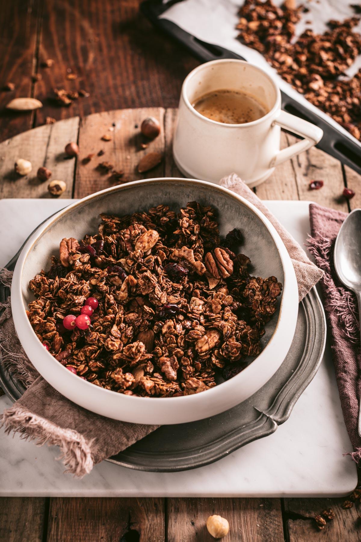 ricetta granola croccante cacao cannella nocciole noci mandorle vegan crunchy spiced nut granola clusters autumn granola recipe with oats buckwheat gluten-free