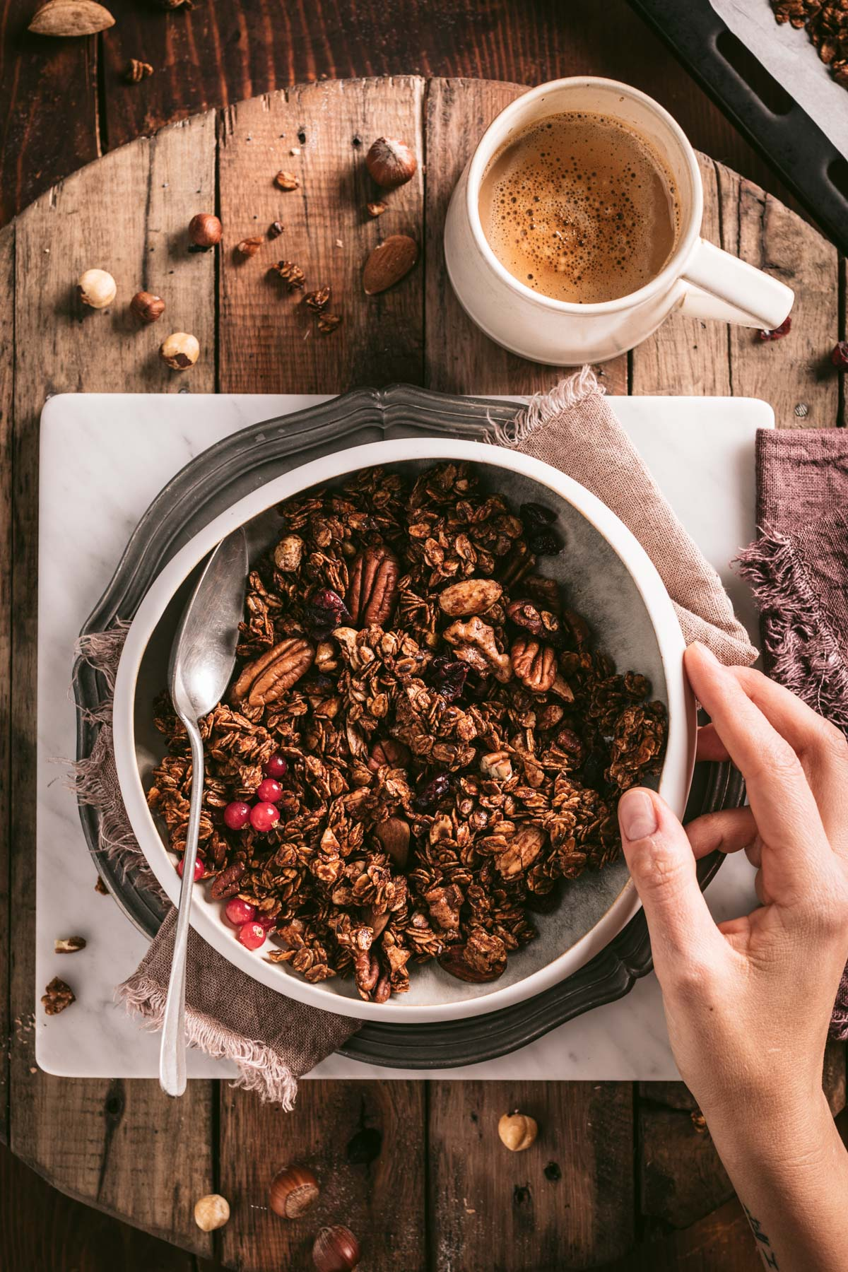 the best vegan crunchy spiced nut granola clusters autumn granola recipe with oats buckwheat gluten-free ricetta granola croccante cacao light facilissima