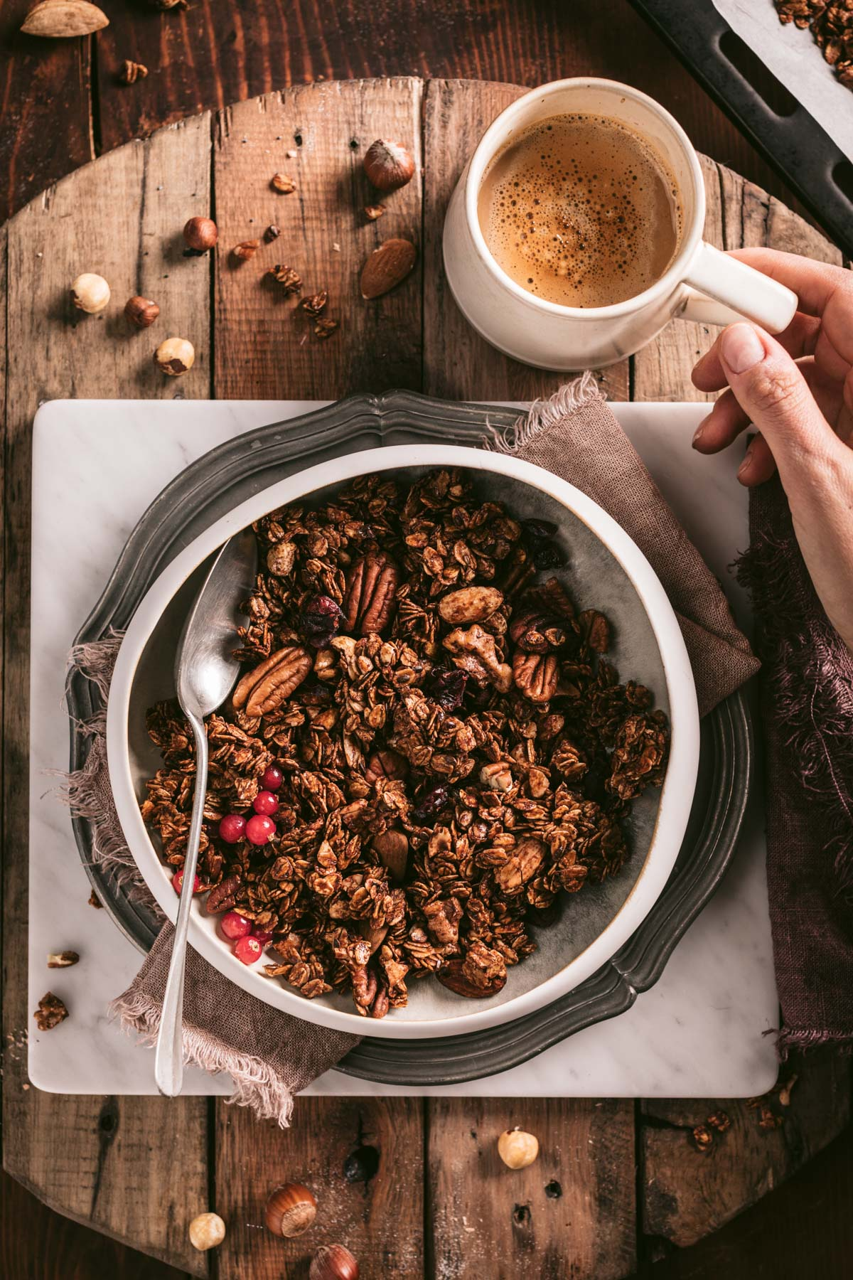 the best vegan crunchy spiced nut granola clusters healthy granola recipe with oats buckwheat gluten-free ricetta granola croccante cacao light facilissima senza glutine