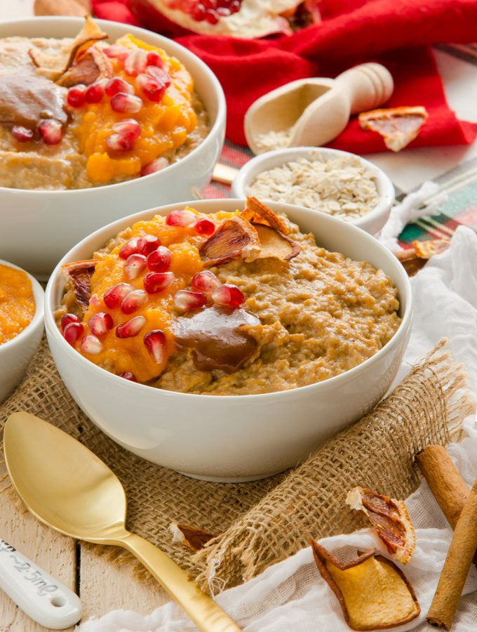 Amazing #vegan # glutenfree PUMPKIN SPICE OATS for a healthy #breakfast with pomegranate arils | Fiocchi di AVENA alla ZUCCA e CANNELLA // #pumpkin #oatmeal per una colazione sana e leggera // Vegan senzaglutine