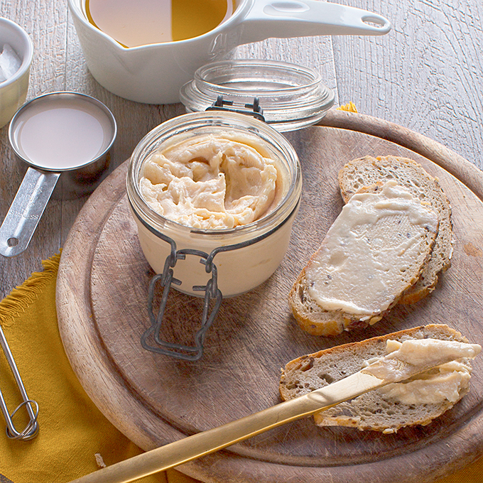 healthy lowfat homemade easy #vegan butter recipe // ricetta burro vegan all'olio margarina