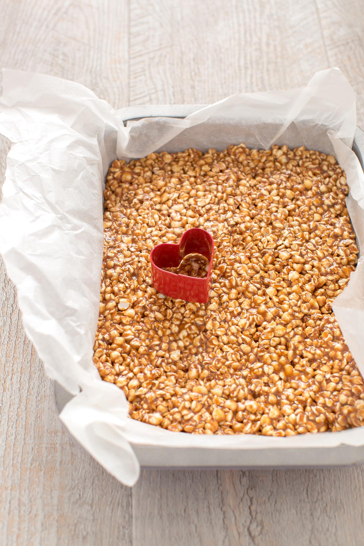barrette energetiche grano saraceno e peanut butter | 3 ingredients vegan glutenfree puffed buckwheat peanut butter energy heart bars buckwheat recipe