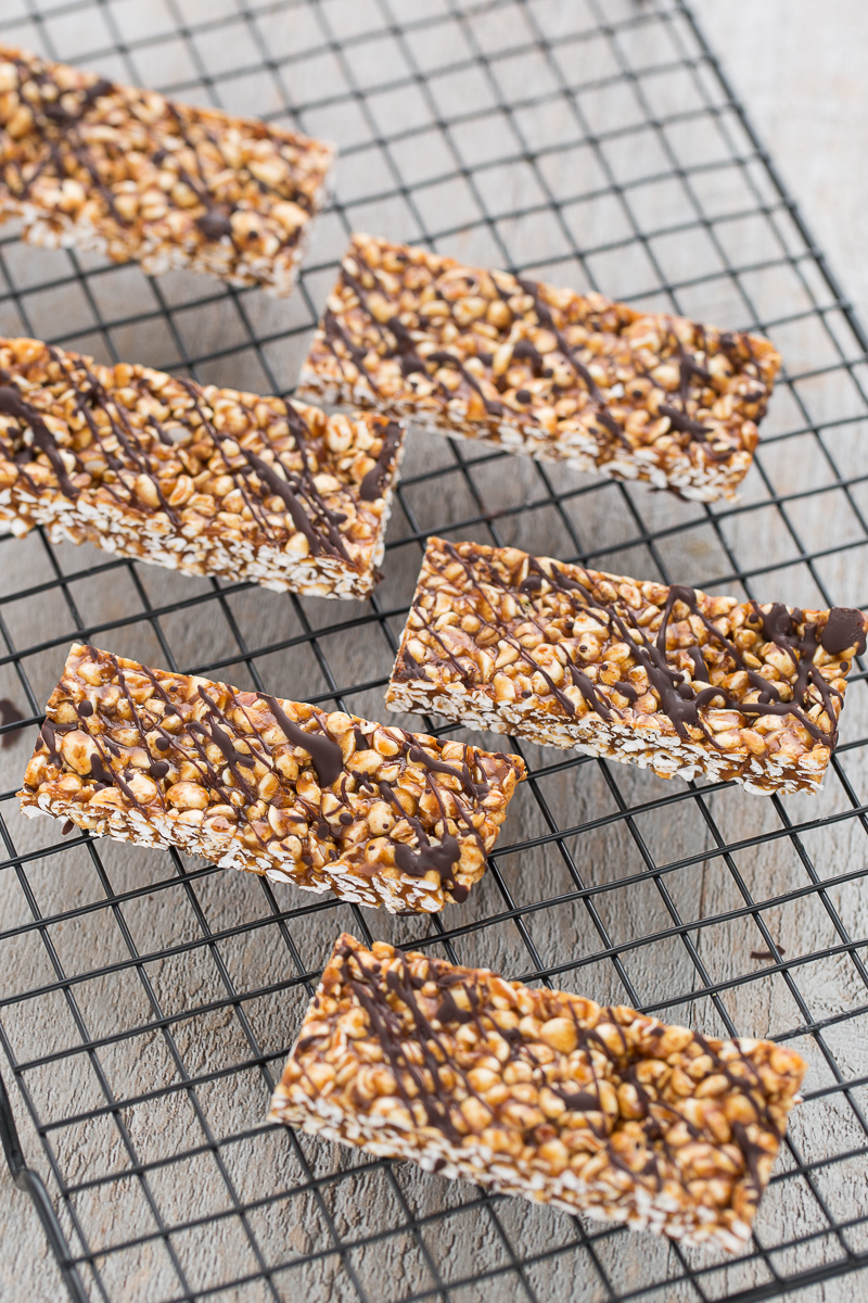 homemade 3 ingredients no-bake buckwheat peanut butter energy bars with chocolate #vegan #glutenfree oilfree | ricetta barrette energetiche vegan grano saraceno soffiato cioccolato