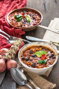 Ricetta CHILI vegano con fagioli neri. zuppa di fagioli neri #senzaglutine | healthy vegan glutenfree black bean chili recipe