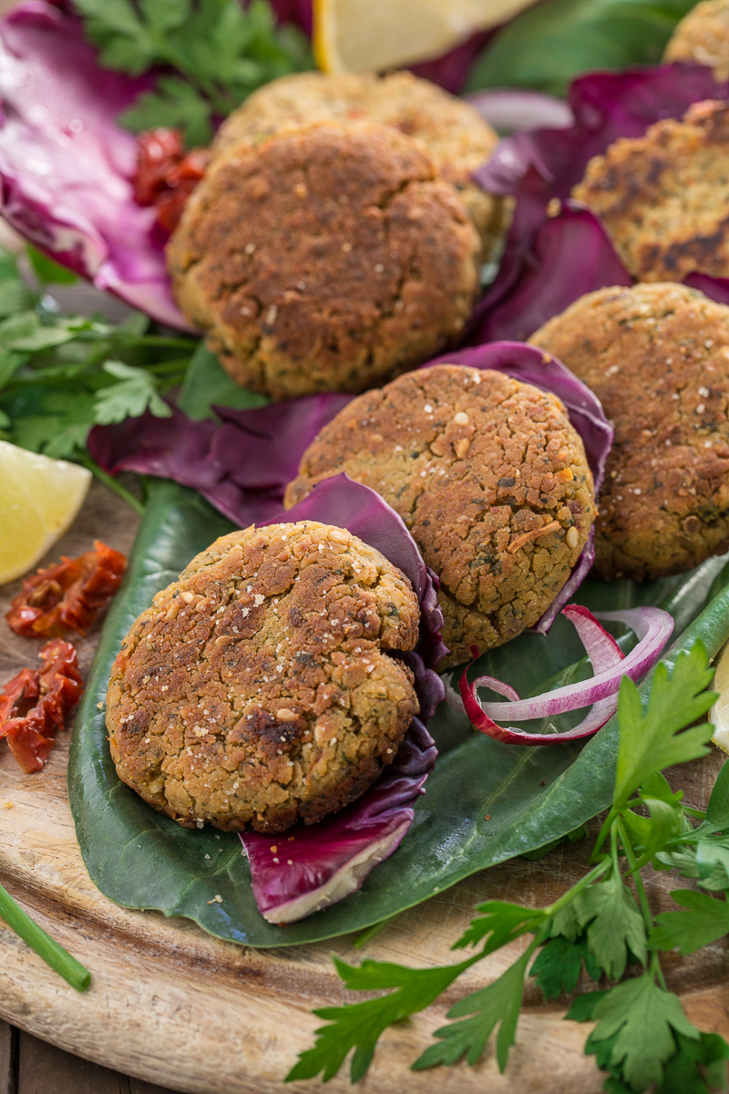 VEGAN baked FALAFEL recipe with sun dried tomatos #glutenfree #vegan #easy and #healthy : ricetta falafel al forno o #falafel in padella facili e sani senza glutine vegan
