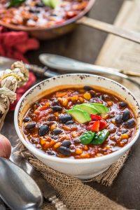healthy 30 minutes #vegan black bean chili recipe #glutenfree | Ricetta CHILI vegano con fagioli neri. zuppa di fagioli neri alla messicana #vegan #senzaglutine