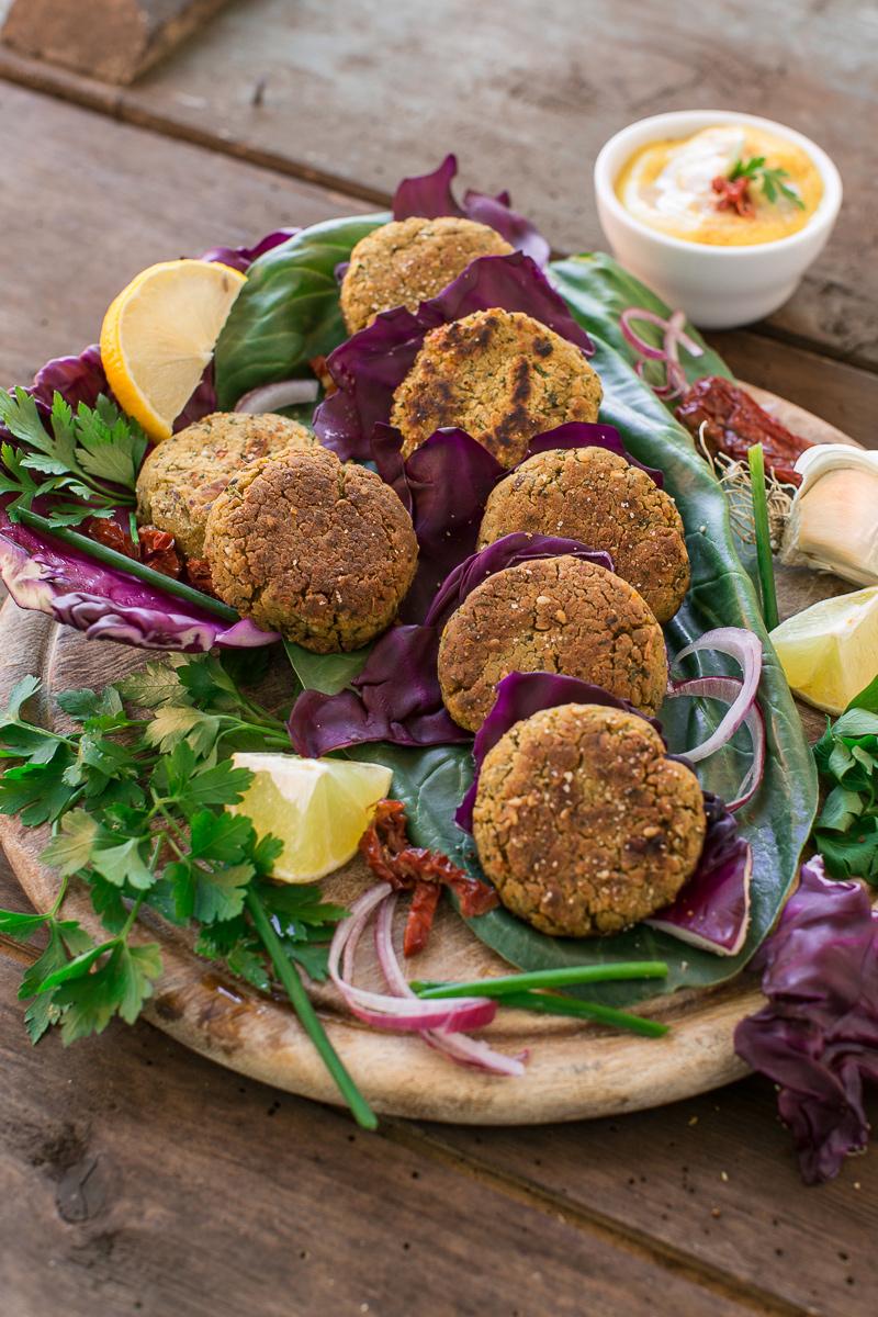 ricetta falafel al forno falafel in padella sani e facilissimi senza uova senza glutine vegan : how to make vegan baked falafel with sundried tomatoes #glutenfree