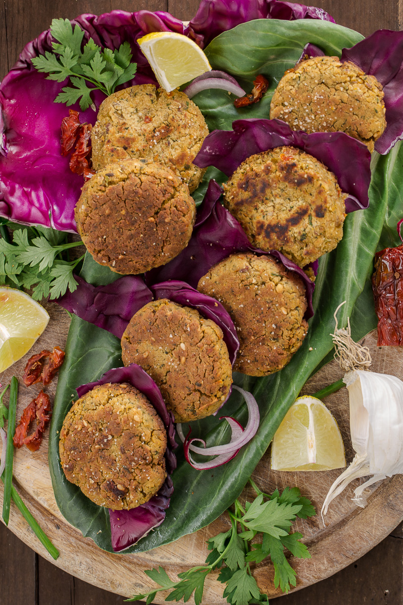vegan baked FALAFEL recipe with sundried tomatoes #falafel #glutenfree #vegan #easy and #healthy : ricetta falafel al forno o falafel in padella facili senza glutine vegan