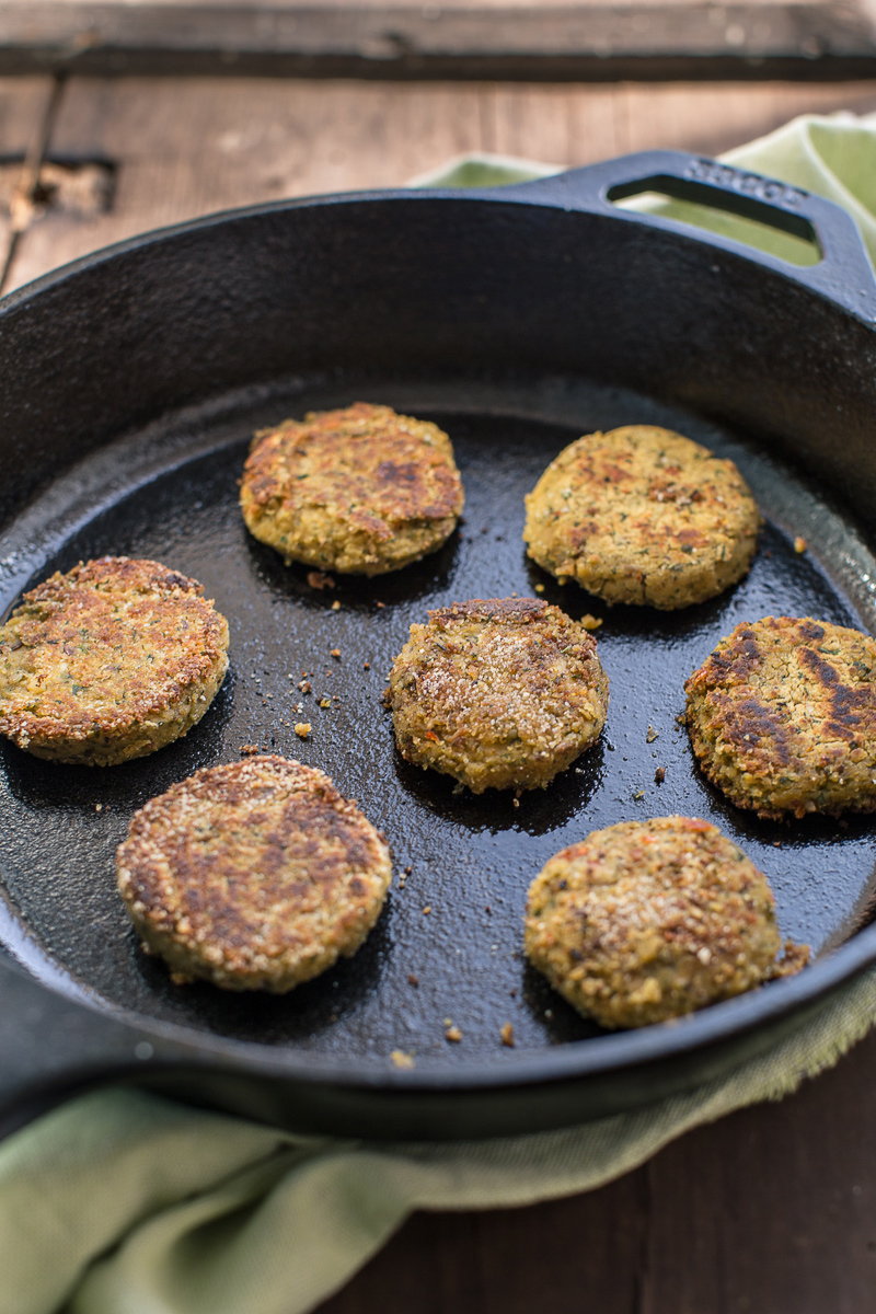 vegan baked falafel recipe with sun dried tomatoes #vegan #glutenfree - ricetta falafel al forno falafel polpette di ceci e pomodori secchi