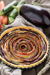vegan #glutenfree vegetable spiral tart recipe | ricetta torta salata di verdure a spirale vegan senza glutine senza uova senza burro con zucchine melanzane carote