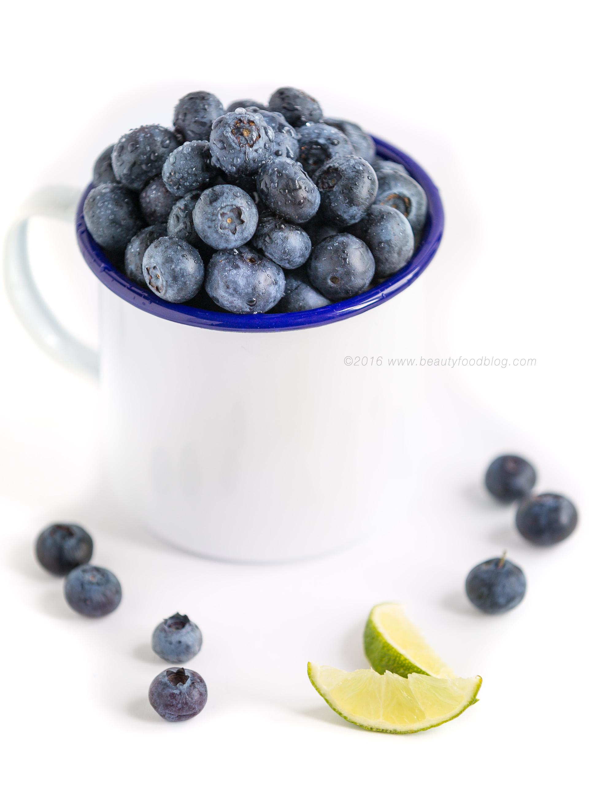 insalata di mirtilli- blueberries spinach hazelnut blueberry salad