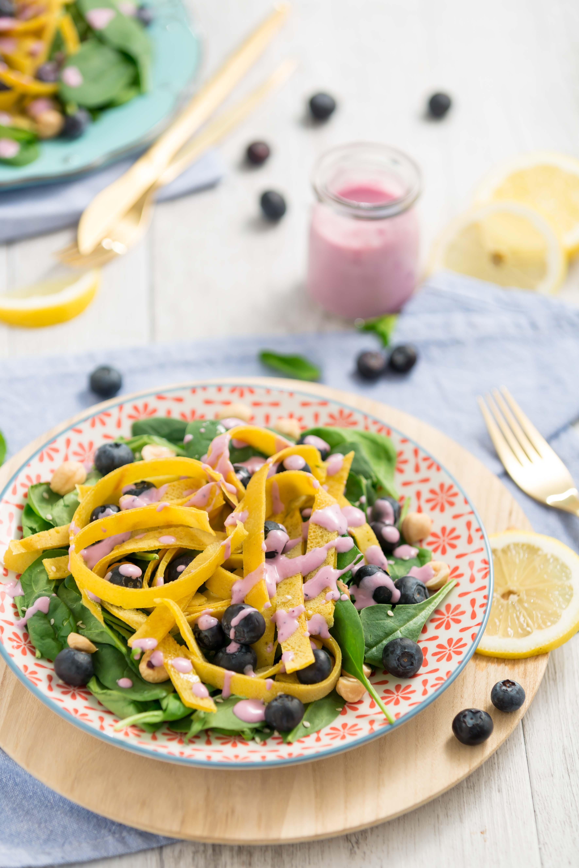 blueberry spinach salad with eggfree vegan glutenfree crepes tagliatelle | insalata di mirtilli e nocciole con tagliatelle di crepes senza uova al miglio senza glutine #vegan -