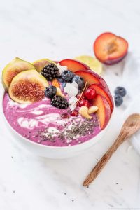 pink smoothie bowl ai fichi | figs berries and beet smoothie bowl