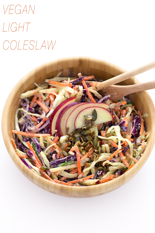 ricetta coleslaw leggera con dressing allo yogurt - insalata cavolo cappuccio e mele- vegan coleslaw recipe with yogurt dressing