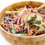 ricetta coleslaw light con dressing allo yogurt - insalata cavolo cappuccio e mele- vegan coleslaw recipe with yogurt dressing