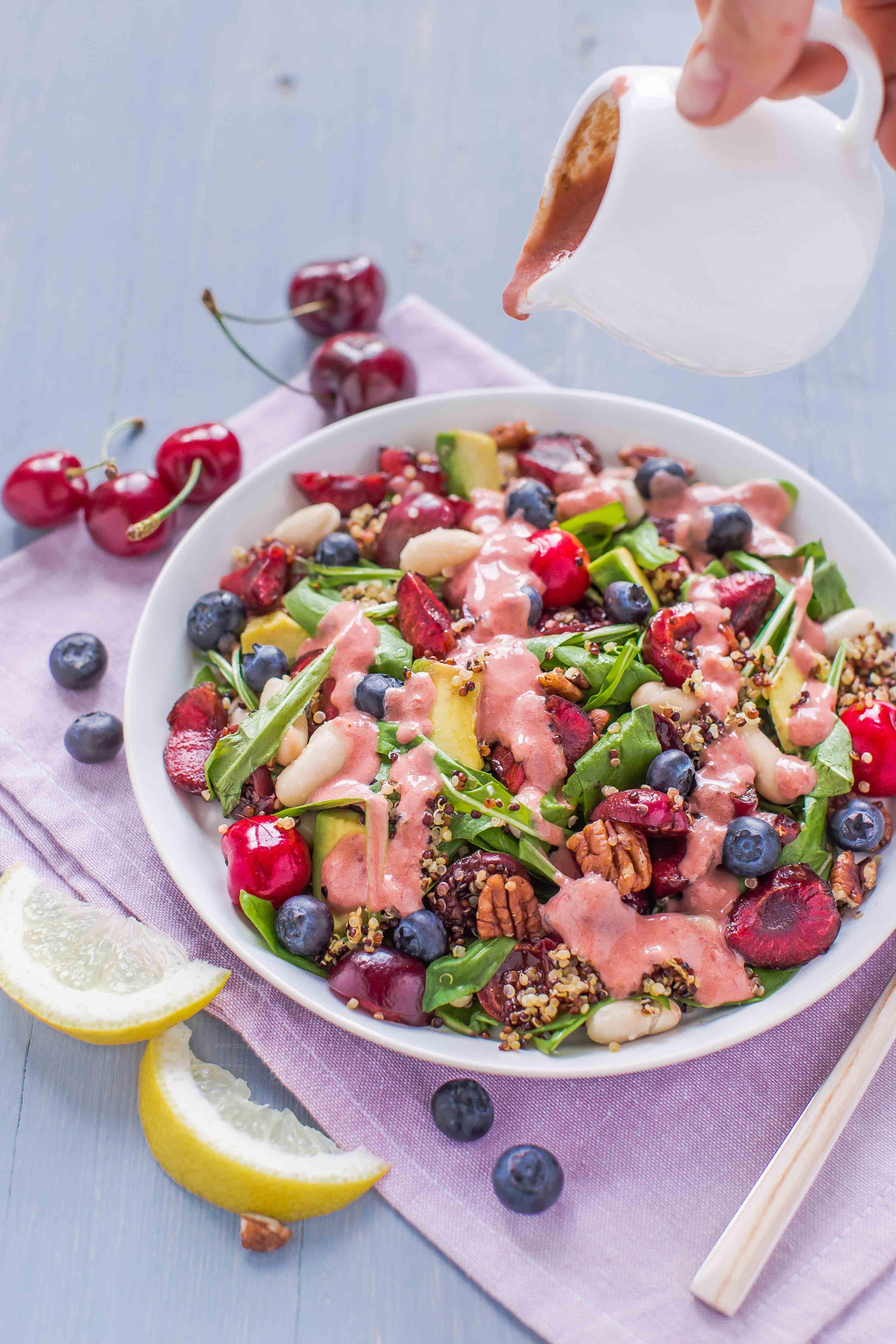 insalata di quinoa e ciliegie all'aceto balsamico con dressing alla ciliegie - balsamic cherry quinoa salad with cherry vinaigrette dressing