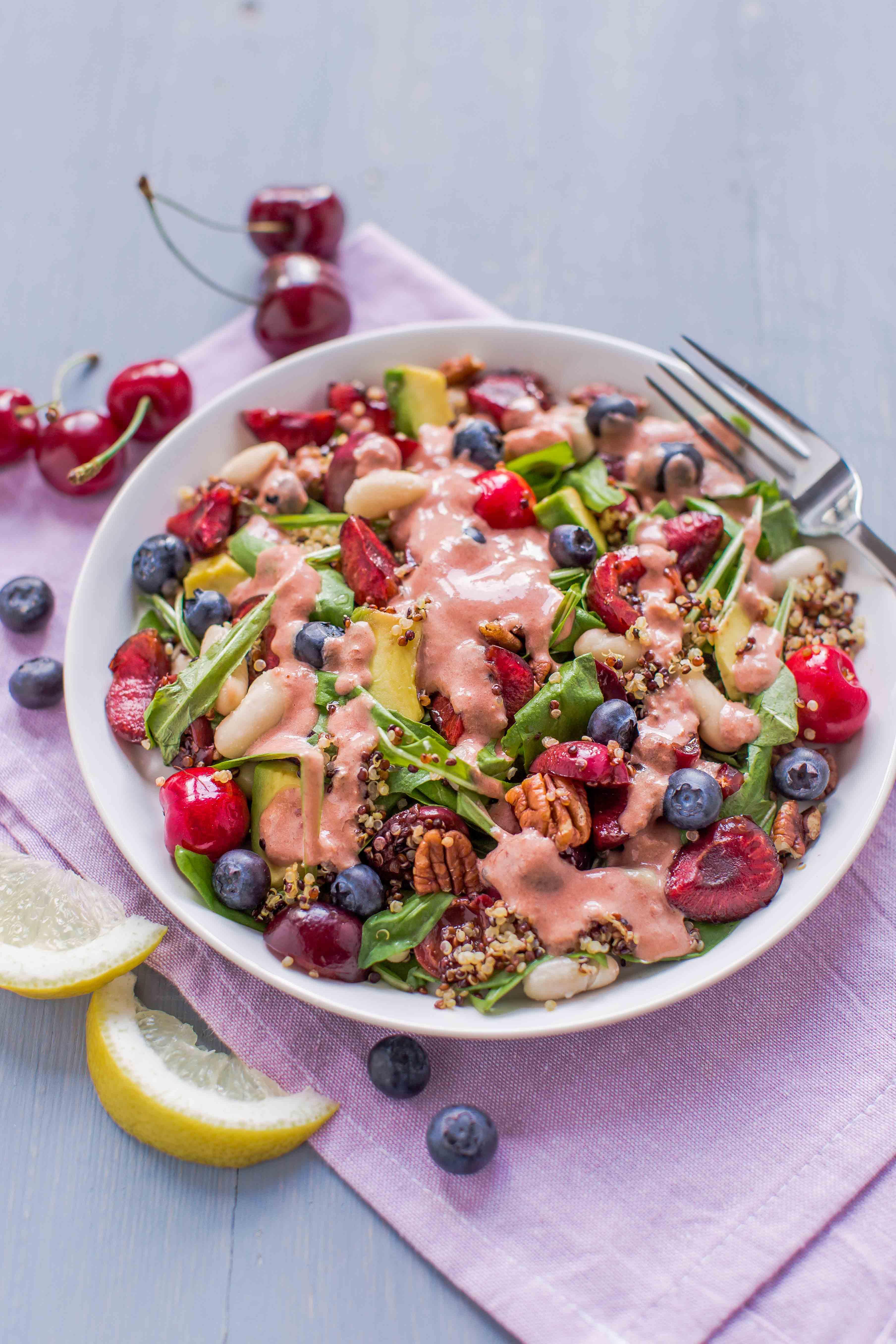 insalata di quinoa e ciliegie all'aceto balsamico e mirtilli - balsamic cherry quinoa salad + cherry vinaigrette #vegan #glutenfree