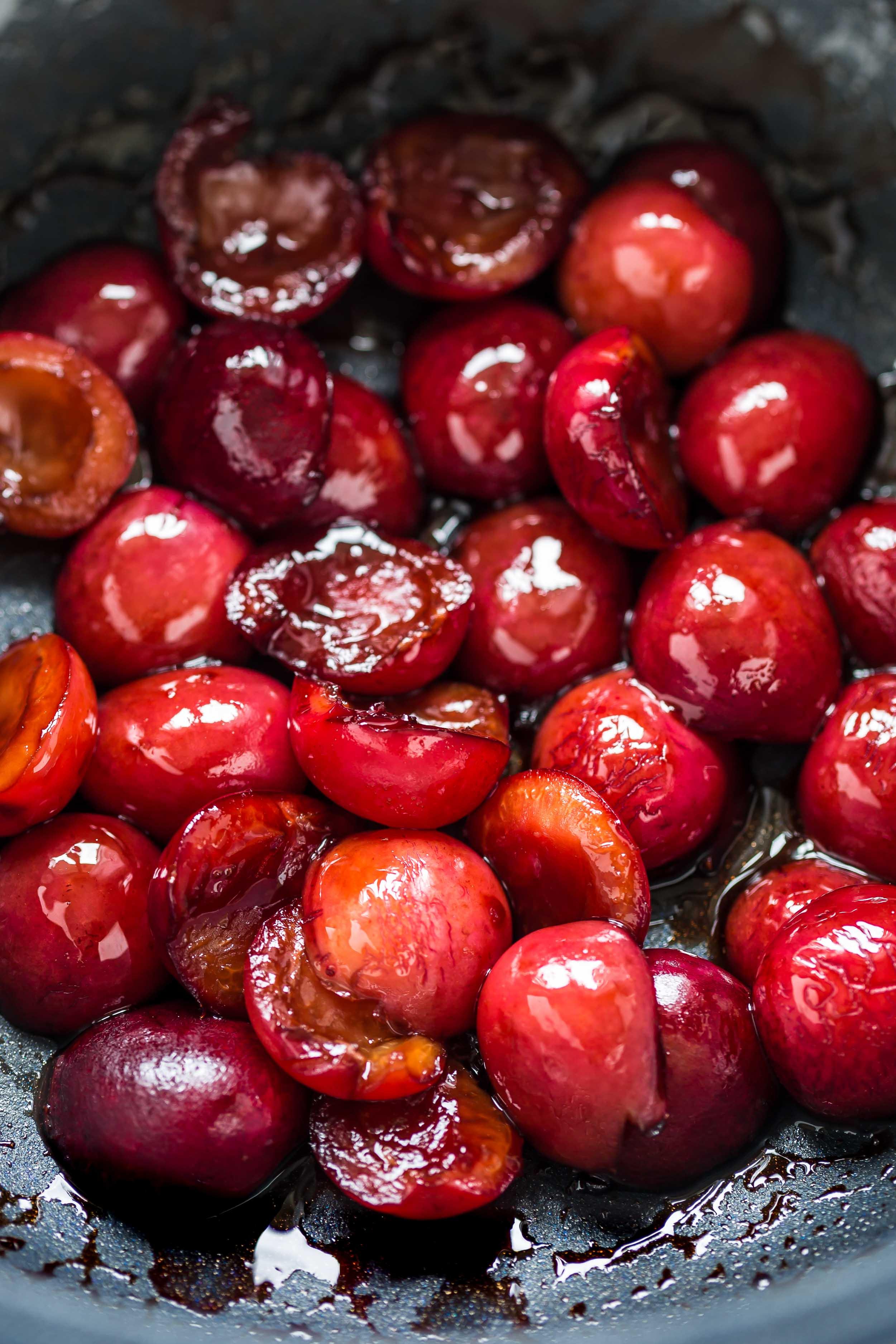 insalata di quinoa e ciliegie arrostite all'aceto balsamico- roasted cherry salad