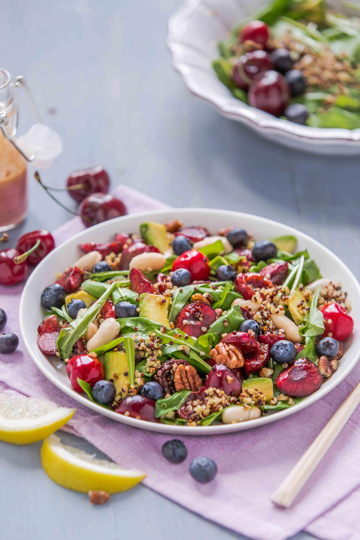 vegan balsamic cherry quinoa salad with blueberry #glutenfree insalata di quinoa e ciliegie all'aceto balsamico e mirtilli pecan