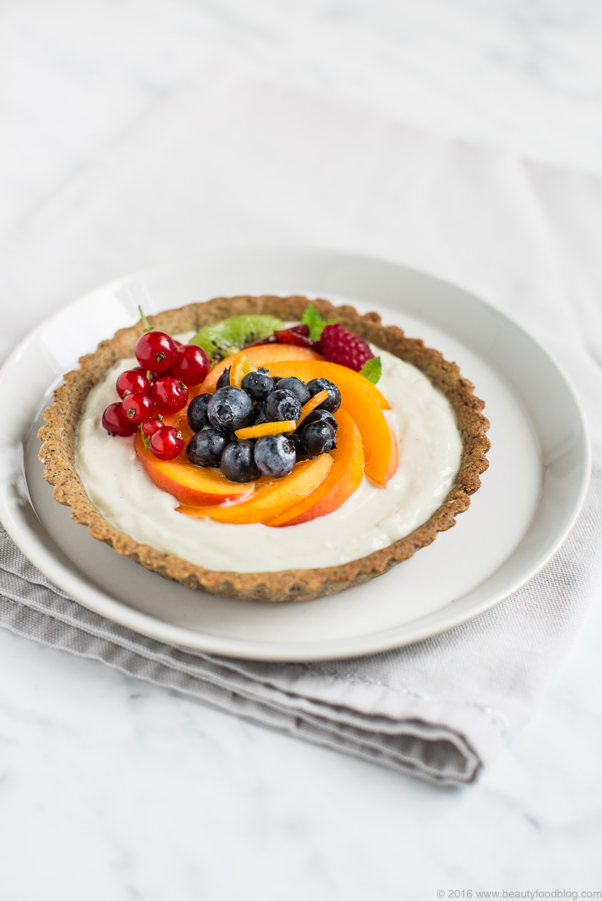 vegan buckwheat yogurt tart with fresh fruit #glutenfree - crostata al grano saraceno vegan con yogurt e frutta fresca