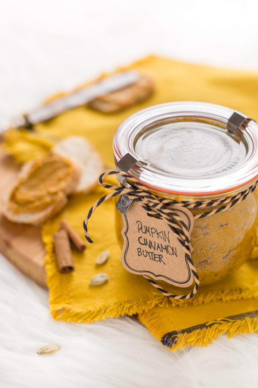 Christmas gift idea vegan pumpkin cinnamon butter - burro di zucca semi di zucca e cannella vegan senza zucchero idea diy natale