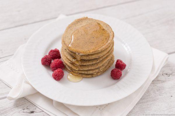 pancakes light senza uova senza latte senza burro senza glutine con farina di riso e grano saraceno - vegan glutenfree rice flour pancakes