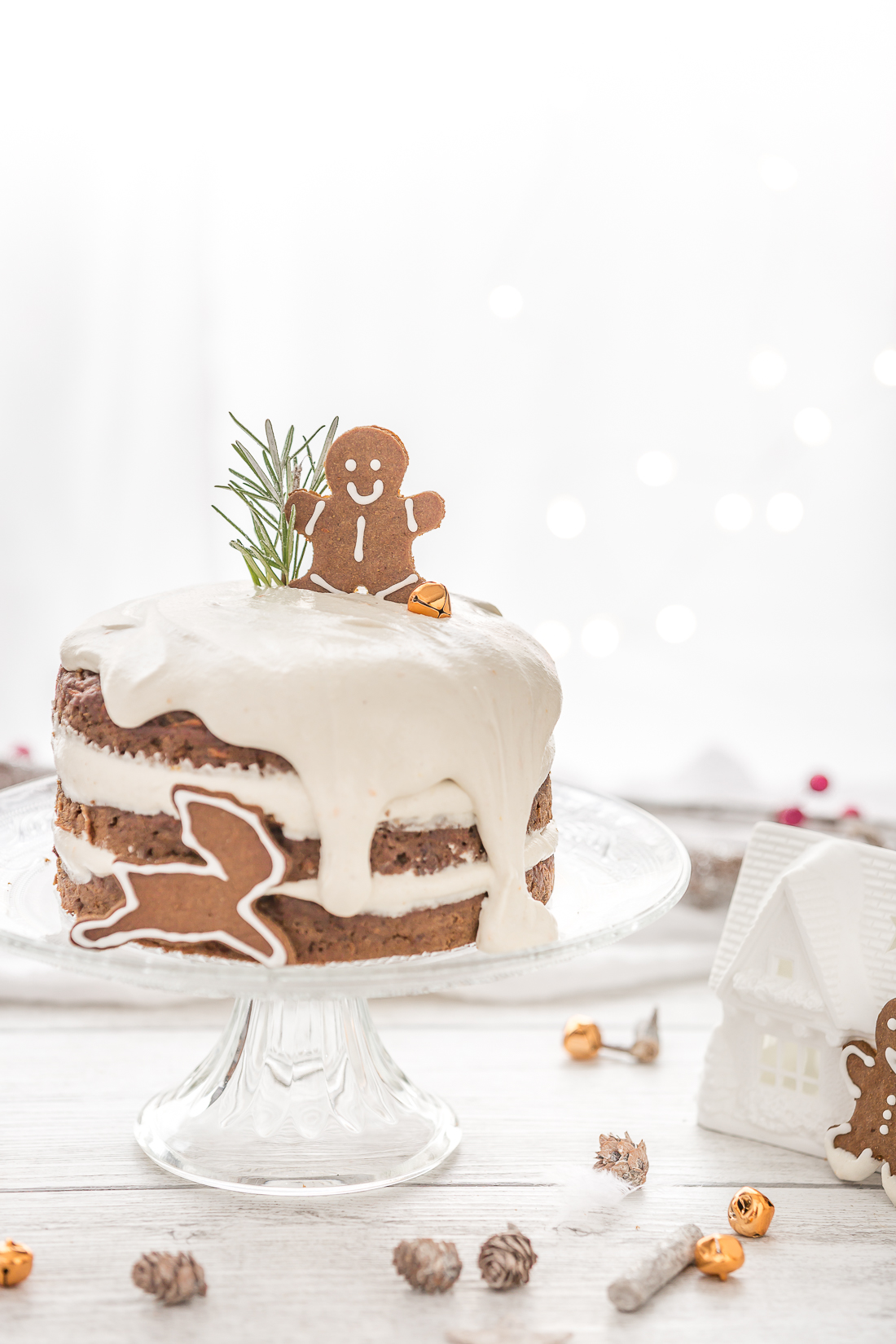 Torta di carote vegana al pan di zenzero e biscotti gingerbread