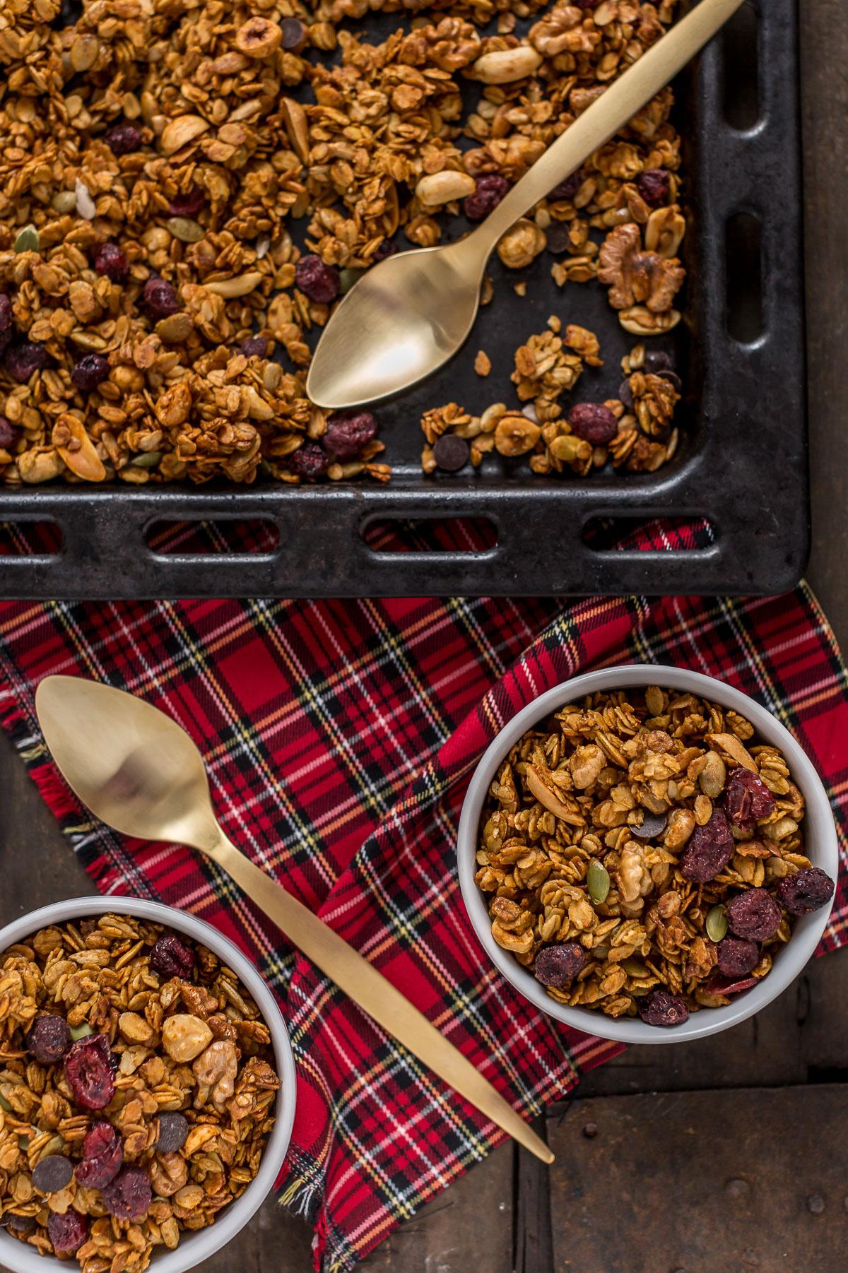vegan pumpkin granola with hazelnuts and pumpkin seeds ricetta granola light alla zucca granola fatta in casa con nocciole e semi di zucca
