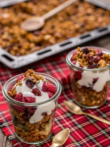 vegan pumpkin granola with pumpkin seeds cinnamon and ginger ricetta granola light alla zucca fatta in casa con nocciole e semi di zucca cannella e zenzero