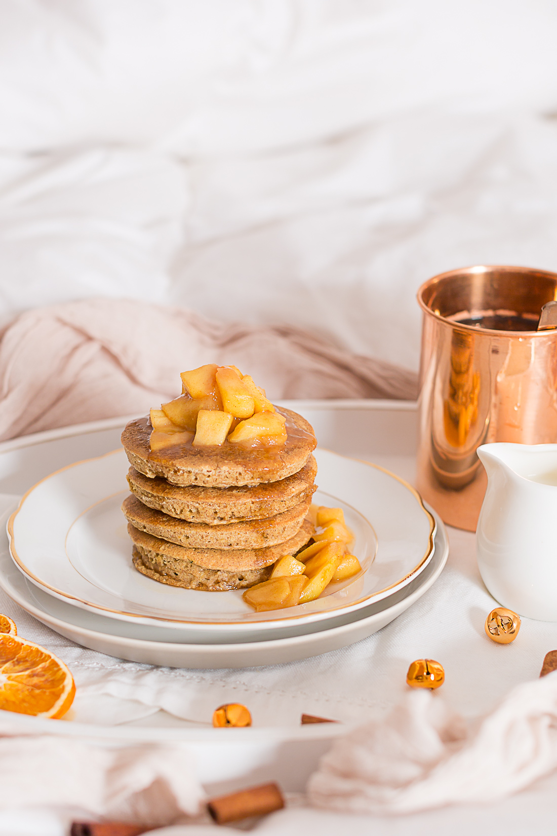 PANCAKES INTEGRALI alla CANNELLA e MELE CARAMELLATE –  senza zucchero – senza uova – vegan