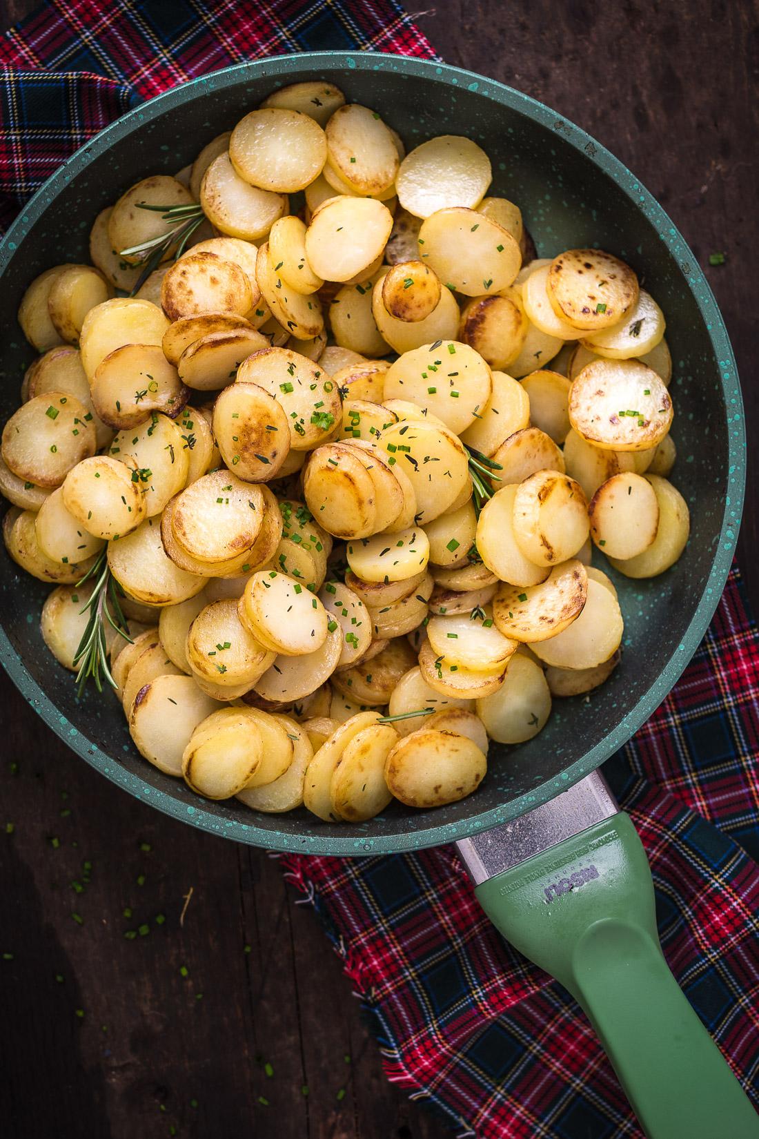 ricetta papatate arrostite in padella light facili veloci rostkartoffeln tirolesi senza burro
