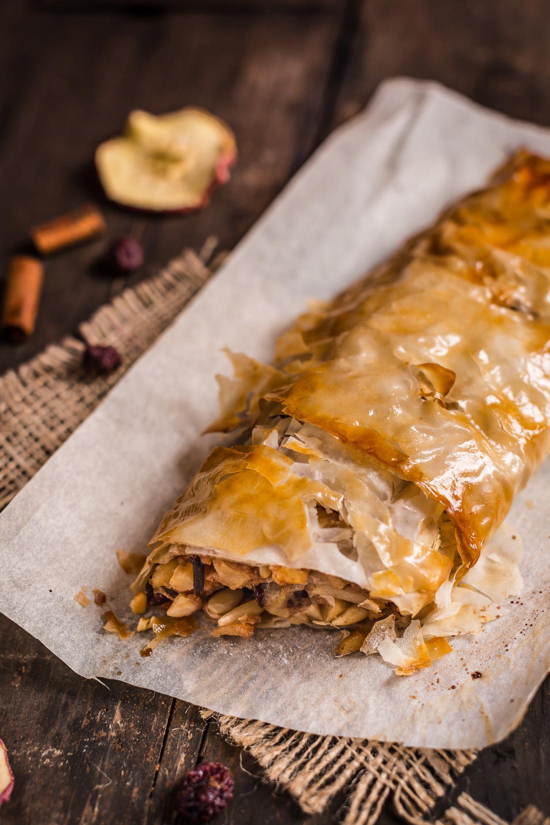 Vegan apple strudel recipe Ricetta Strudel di mele vegan senza uova senza burro con pasta fillo fatta in casa apfelstrudel