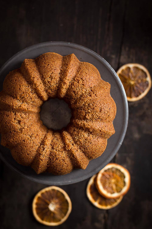 ricetta ciambella all'acqua e arancia sofficissima senza zucchero senza uova senza burro integrale vegan con cioccolato - vegan orange bundt cake