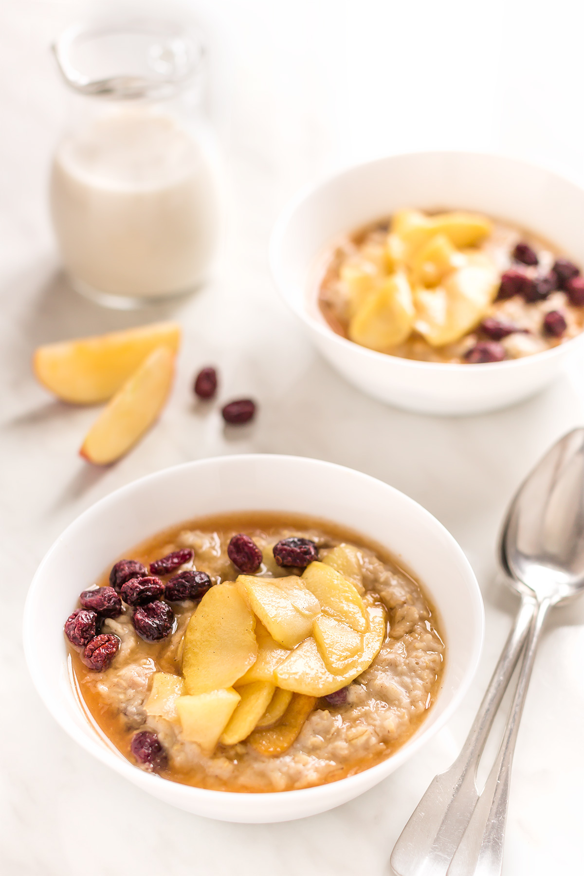porridge di avena alle mele caramellate e cannella - vegan caramelized apple oatmeal with cinnamon