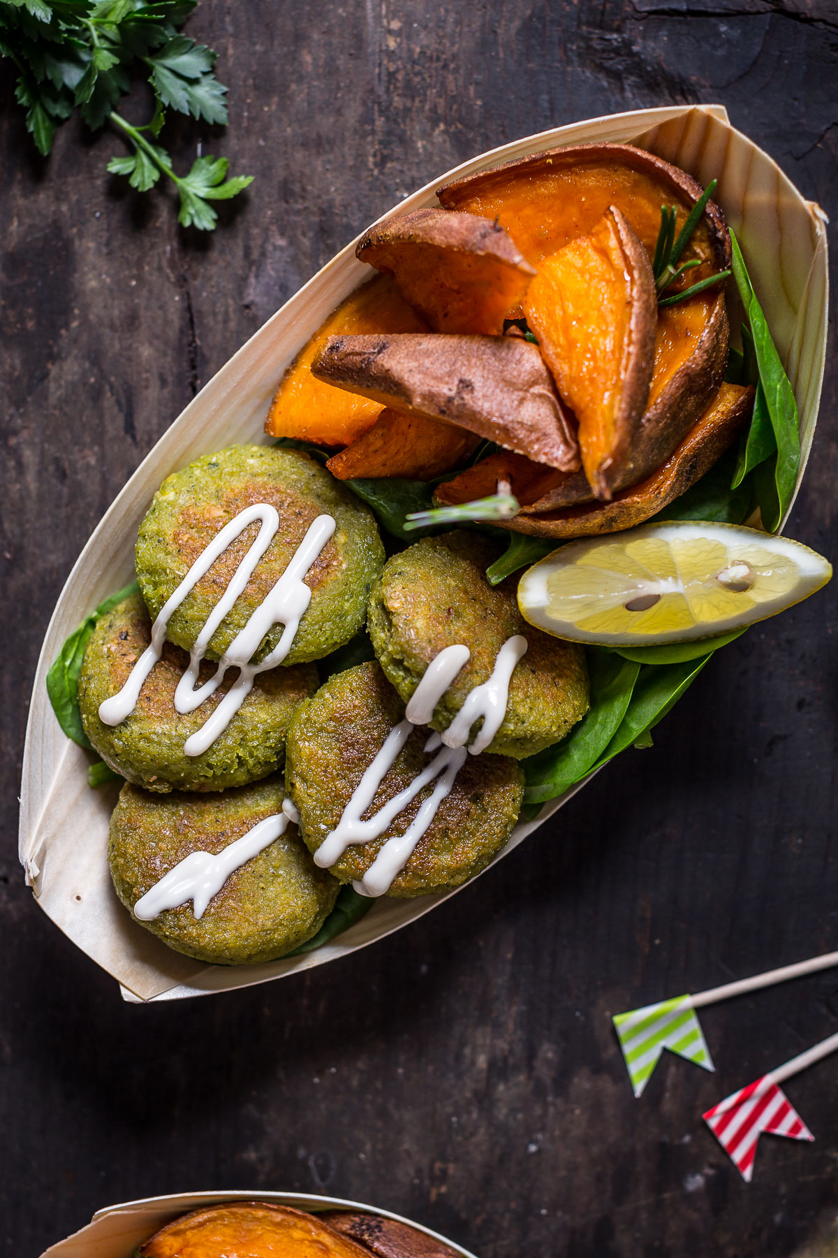 Falafel non fritti facilissimi con salsa tahina allo yogurt e patate dolci al forno - vegan easy falafel with tahini sauce and rosemary baked potatoes 1