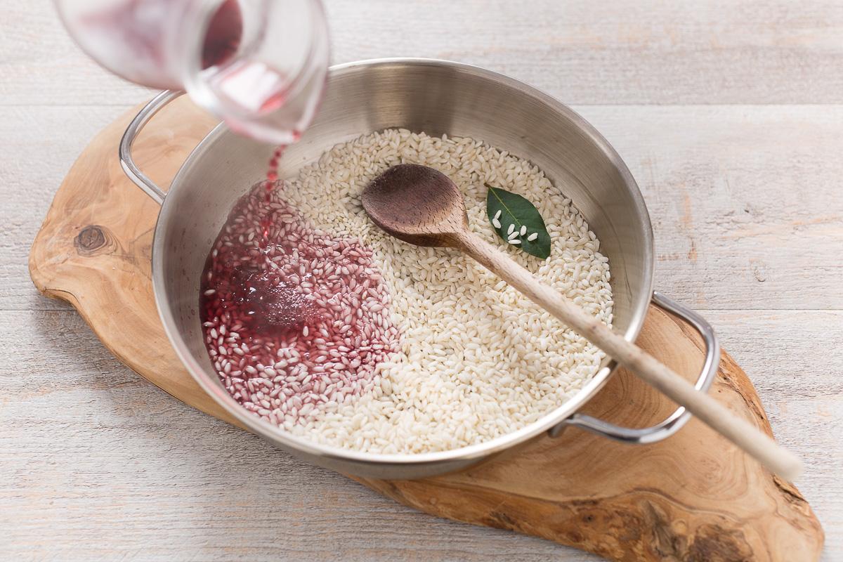 Risotto al radicchio, pere e nocciole tostate vegan senza glutine senza burro_-2