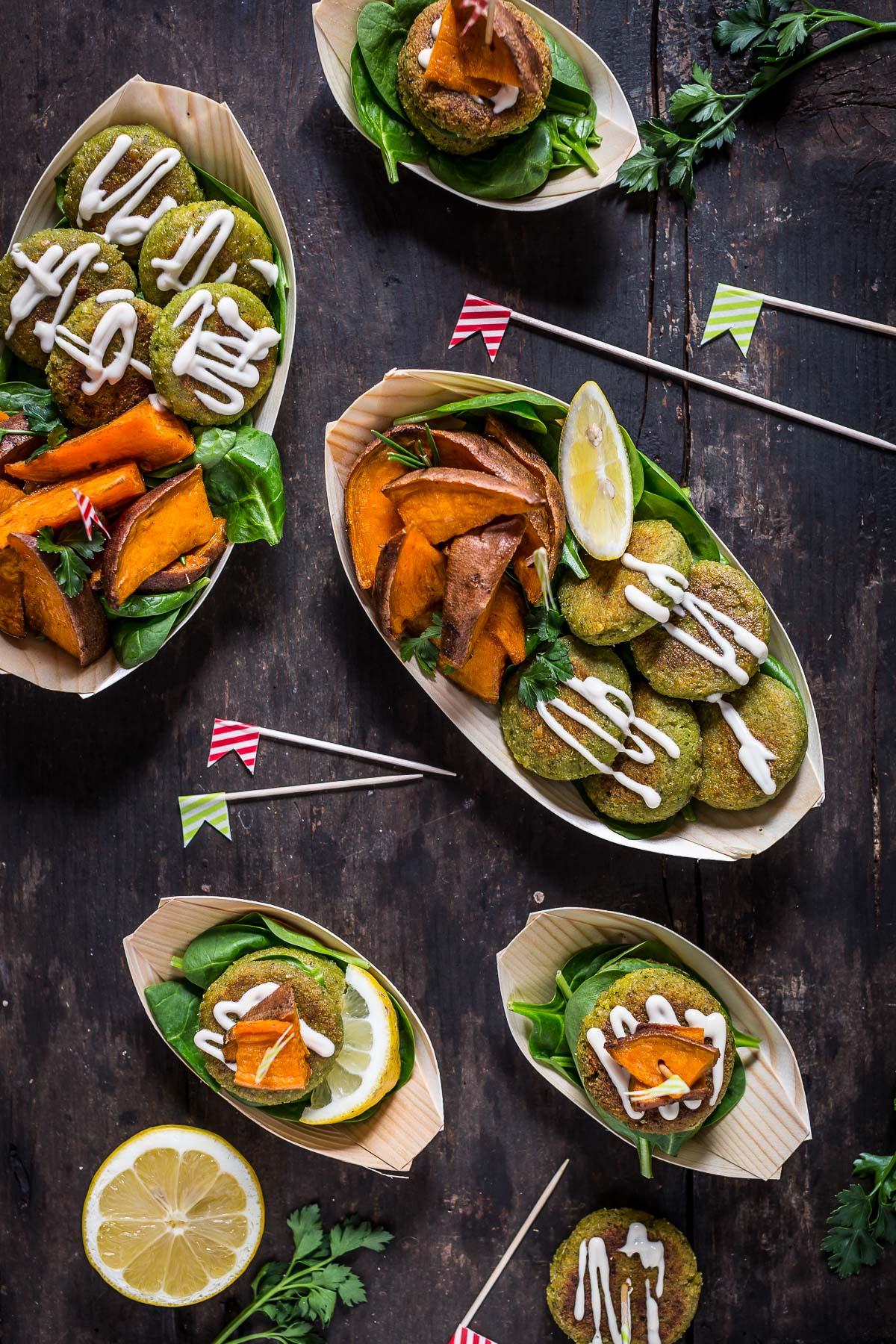 how to make vegan easy falafel with tahini sauce and rosemary baked potatoes - Falafel non fritti facilissimi con salsa tahina allo yogurt e patate dolci al forno 2